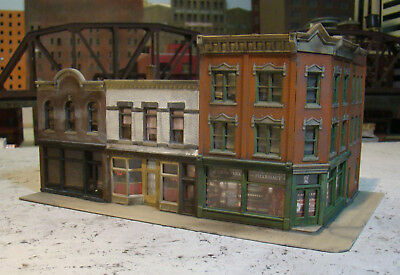 HO Scale Building Walthers Merchants Row V Built Weathered