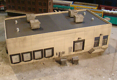 HO Scale Building Walthers Modern Concrete Warehouse Built Weathered