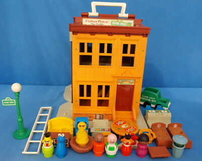 Fisher Price Play Family Sesame Street House # 938 Vintage  Little People Haus