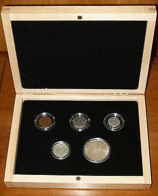 1935 Canada YEAR SET incl. ONE DOLLAR Piece in a 1935-2010 PROOF SET WOODEN BOX!