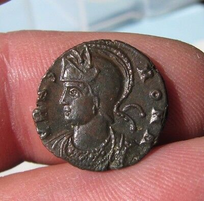 b7. Lovely URBS Roma Roman coin