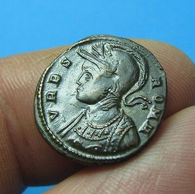31. Lovely URBS Roma Roman coin