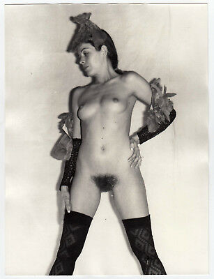 NUDE WOMAN PRESENTING FREAKY FASHION ! SCHRÄGE NACKTE MODE * Large 60s Photo #8