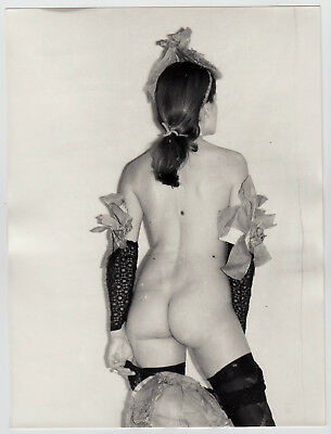 NUDE WOMAN PRESENTING FREAKY FASHION ! SCHRÄGE NACKTE MODE * Large 60s Photo #9