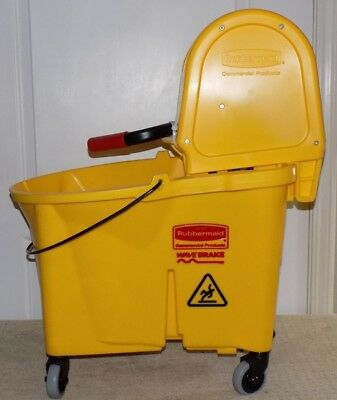Rubbermaid 7576-88 Wavebrake 44 Quart Mop Wringer and Bucket Yellow
