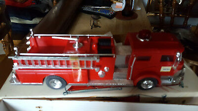 1970 Hess Fire Truck This One Is Sweet Light Works Finish Nice Box Nice Clean !!