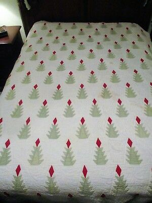 Antique Christmas Quilt Green Trees w Red Tops Quilted Holly Scalloped Edge LOOK