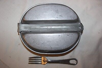 US Military Issue WW2 Era Mess Kit with Fork Set    06