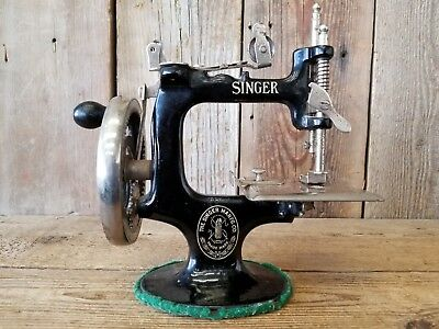 Antique 1920's Singer Sewing Machine Model 20 / 21 ~ Old Vintage Primitive Decor