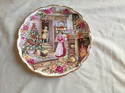 """Royal Albert Christmas Treats 8.25"""" Plate Fred Errill Plate Mint First Quality"""