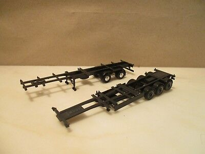 HERPA     ---  2 x  diverse   Container Chassis --  schwarz