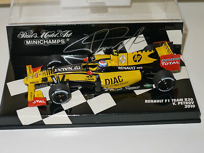 Minichamps 2010 Vitaly Petrov Renault F1 Team R30 Signed Beautifully