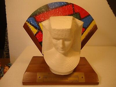 Hummel - Sister Maria Innocentia bust with stand/stained glass (plastic) 6/9""