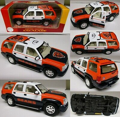 NFL Chicago Bears  2002 Cadillac Escalade Metal Die cast 1:24 Scale Collectible