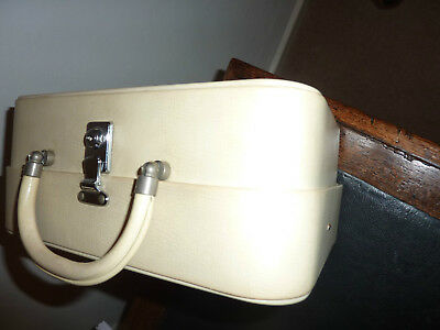 Vintage Cream Vanity Case - Great for Mini-Breaks - Loads of Compartments Inside