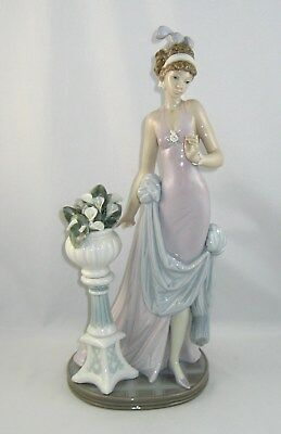 """Lladro Figurine 5377 """"A TOUCH OF CLASS"""" Retired In 2000 / NO Box"""
