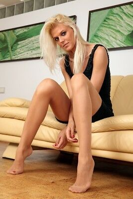 52-34, Nylon Legs Model Foto, Pantyhose Strumpfhose Stocking Feet A4 Photo