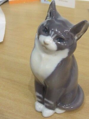 Beautiful Vintage Denmark Royal Copenhagen Sitting Cat Figurine