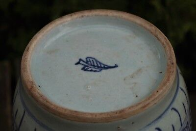 Fantastic Antique Early Chinese Blue/White Handpainted Lidded Jar - leaf mark