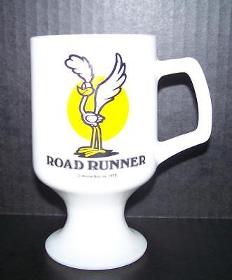 1975 Warner Bros. Road Runner Milk Glass Cup Pedestal Marriott's Great America