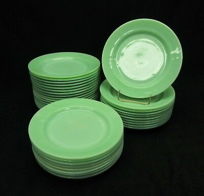 1 Vintage Jadeite Fire King Restaurant ware G-306 Dinner Plate. Near Mint