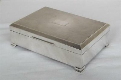 A LARGE & HEAVY STERLING SILVER CIGARETTE, CIGAR, JEWELLERY BOX DATES 1963 606gr