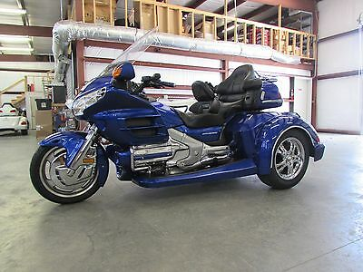2005 Honda Gold Wing  2005 HONDA GOLDWING GL1800 NEW  ROADSMITH HTS1800 TRIKE WITH RUNNING BOARDS !!
