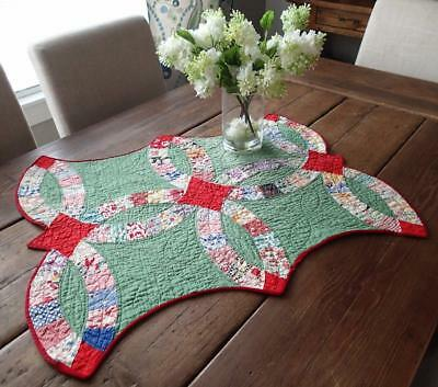 "EXCELLENT VINTAGE 30S Red & Green Wedding Ring Table or Doll QUILT  28"" x 22"""