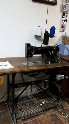 Singer 111w100 Industrial Sewing Machine + Table Motor & Accessories Commercial