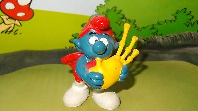Smurfs Scot Smurf playing Scottish Bagpipes Vintage Display Toy Figurine