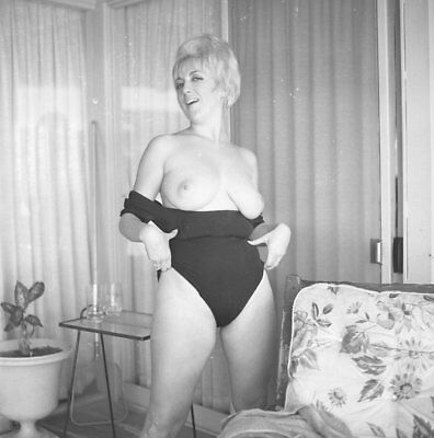 1960s Vogel Negative, busty nude blonde pin-up girl Mary Lou Germain, t11175