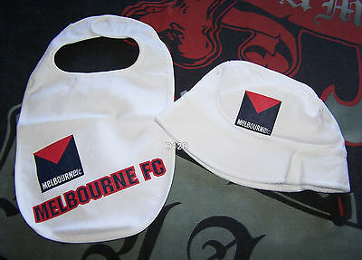 Melbourne Demons AFL Boys White Printed Cotton Bib & Bucket Hat Size 2 New