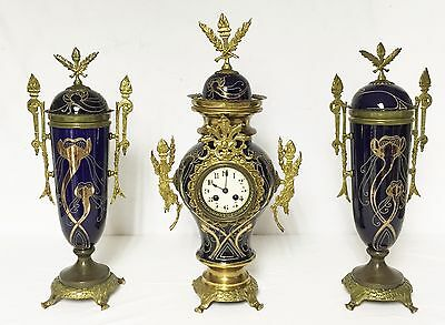 1296 Antique Porcelain French Three Piece Mantel Clock Set. Uhr, Horloge, Klok