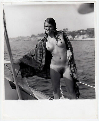 "Nudism PRETTY WOMAN SAILING NUDE NACKTE SEGLERIN FKK * Vintage 60s US Photo ""L"""