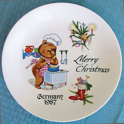 """Kronester West Germany 9 1/2"""" 1987 Merry Christmas Cooking Bear Plate - VGOOD"""