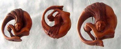 HAND CARVED BOXWOOD MERMAID IN A CIRCLE Bead 4128BK