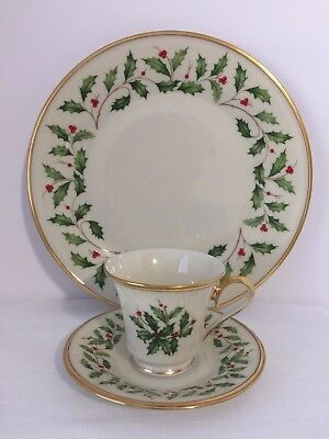 New Lenox Holiday Fine China 3-Piece Dinner Plate, Cup & Saucer Place Setting