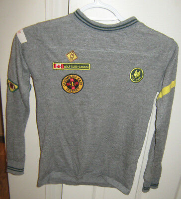 Boy Scouts Official Wolf Cub Scout Jersey Size Medium with badges