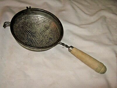 Vintage Wooden Handled Hand Held Kitchen Drainer Sieve Sifter Duster