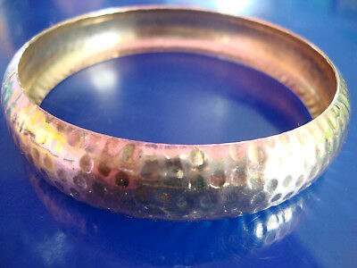 1970s FABULOUS VINTAGE HAMMERED BRIGHT YELLOW BRASS METAL DOMED BANGLE BRACELET