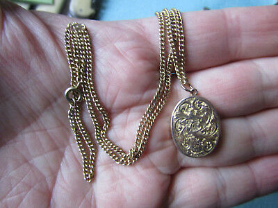 Beautiful vintage 9ct GOLD Ladies LOCKET  on 18 inch 9ct GOLD  NECKLACE in VGC