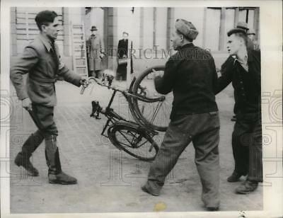 1945 Press Photo Russian laborers take bicycle away from German overseer