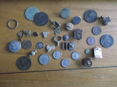 JOB LOT OF METAL DETECTING FINDS INCLUDING SILVER COINS + RARE BADGES 99p 17V