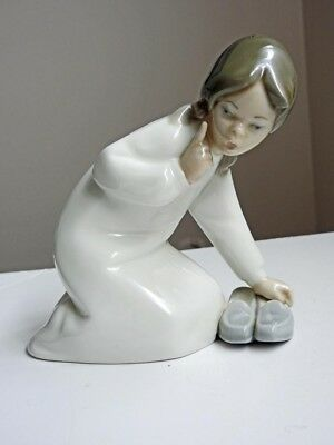 Lladro Little Girl with Slippers Figure Figurine #4523