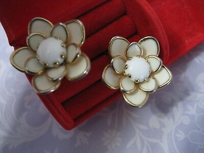 Retro Vintage 1960's White Flower Floral Earrings Dimensional Layers Clips