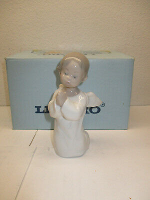 LLADRO FIGURINE 	4538	Angel Praying	ORANDO		E958	EJ