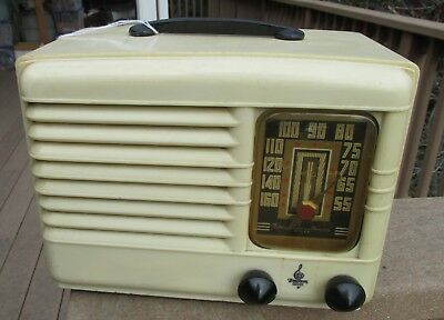 1940 EMERSON RADIO RESTORED AND WORKING model 301