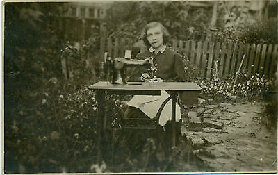 WOMAN WITH SINGER ZINGER SEWING MACHINE REAL OLD PHOTO CZARIST RUSSIA 1900s-10s