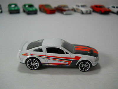 Hotwheels 2007 Ford Shelby Mustang GT500 White 1/64 Scale JC27