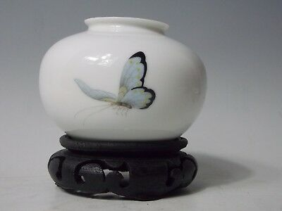 Chinese Middle Kingdom Bo Jia Clan Fine Porcelain Butterfly Monochromatic Vase